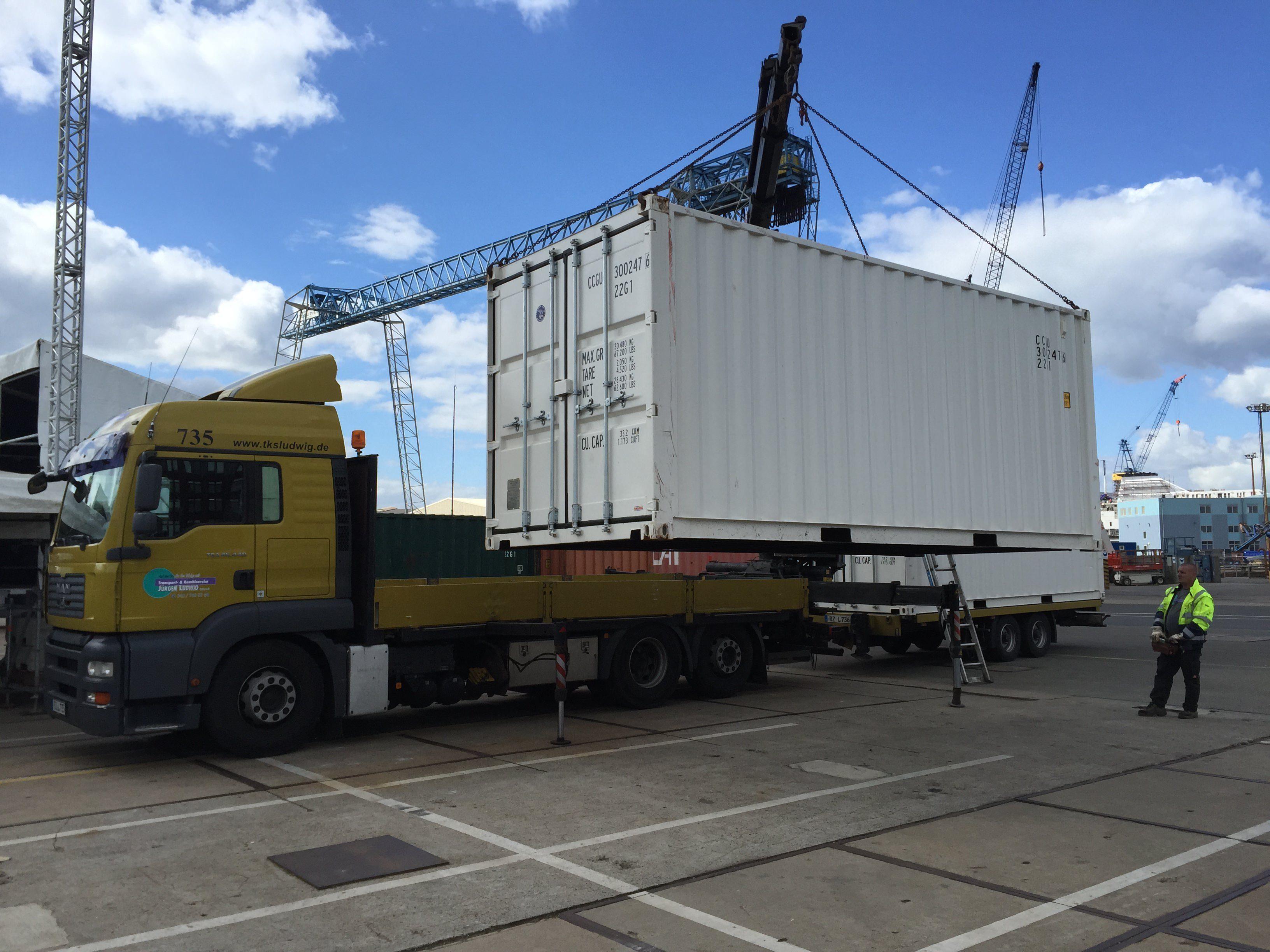 Mesmerizing Container Aufstellen Ohne Baugenehmigung Decoration Of 20 Fuß Seecontainer Wird Mit Lkw Kran